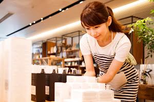 美容部員の転職に有利なのは接客販売の経験
