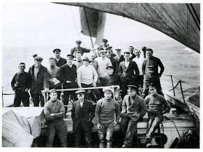 """Photo: """"Se buscan hombres para viaje peligroso. Sueldo bajo. Frío extremo.  Largos meses de completa oscuridad. Peligro constante.  No se asegura retorno con vida.  Honor y reconocimiento en caso de éxito .  """"  ............ Así rezaba el anuncio que publicó Ernest SHACKLETON para reclutar a su tripulación ."""