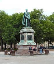 Photo: das Denkmal von vorne