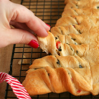 Spinach Dip Stuffed Crescent Roll Christmas Tree.