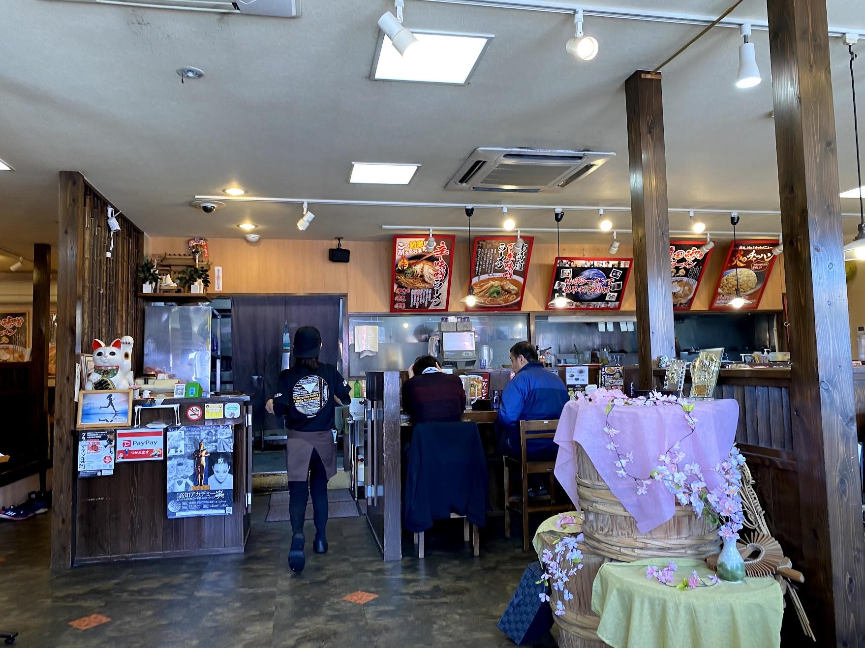 麺屋國丸南国店の店内の様子