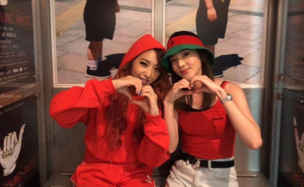2NE1 Minzy and Dara