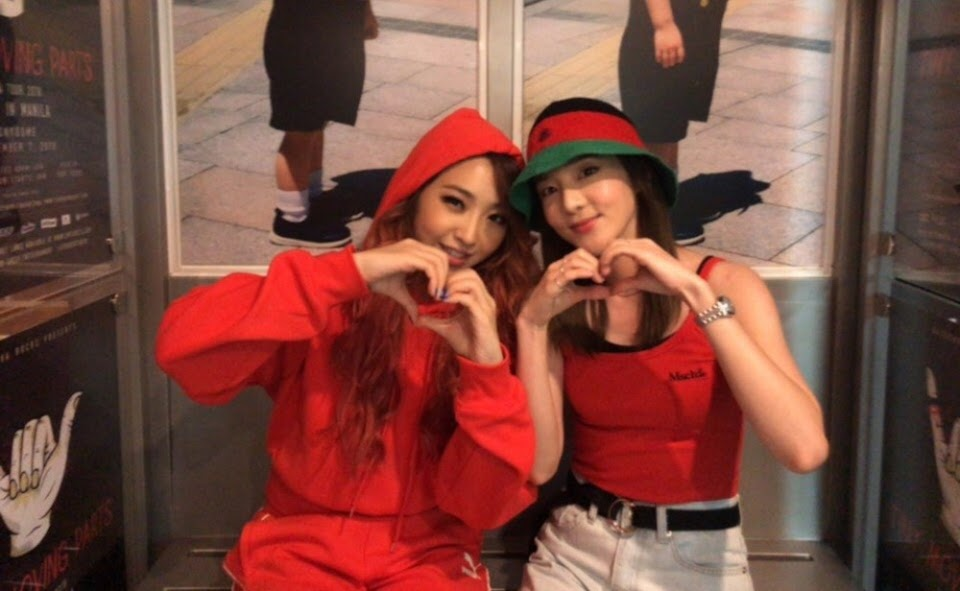 2NE1 Minzy and Dara