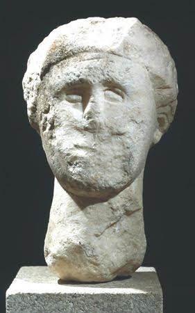 """Cabeça feminina romana é """"Peça do Mês"""" em maio"""