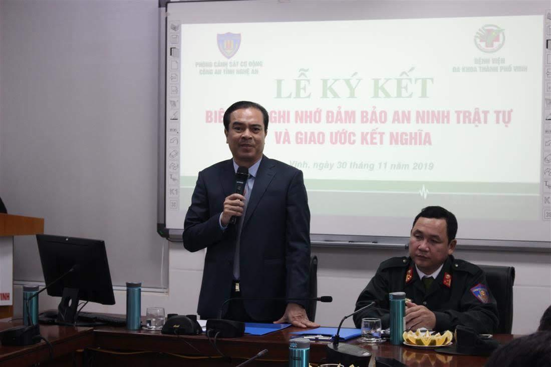 Bác sĩ Nguyễn Hồng Trường, Giám đốc Bệnh viện đa khoa TP Vinh báo cáo tình hình ANTT tại bệnh viện