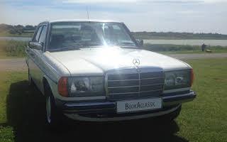 Mercedes-Benz W123 Saloon 200 Rent Dublin