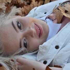 Autumn beauty by Mari Breytenbach - People Portraits of Women ( beautiful, happy, blonde, autumn, portrait, eyes )