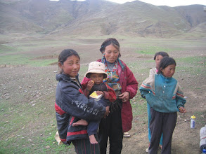 Photo: Tibetans below the Pang la pass