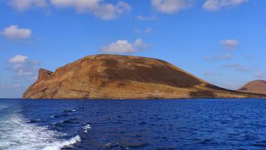 Photo: die große Caldera vom Meer aus