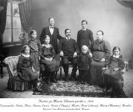 Photo: Tehtailija Nestori ja Maria Blomin perhe 1914