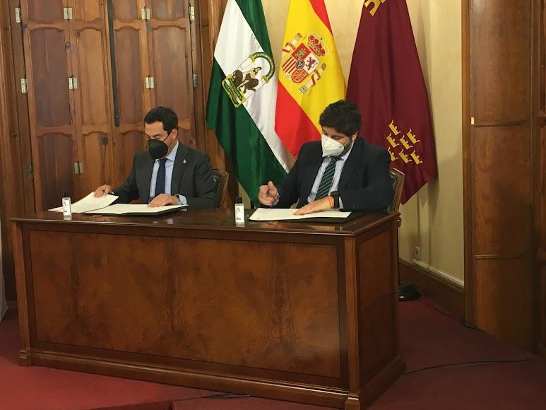 Firma de la declaración institucional.