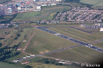 Photo: En tilfeldig flyplass på veien til Duxford.