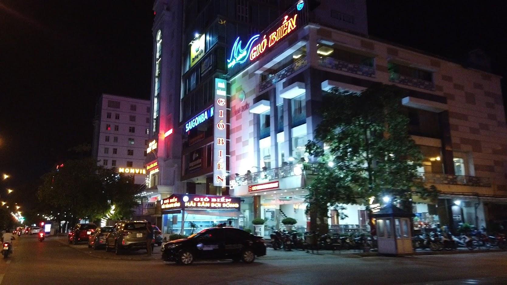 Đường Lề Hồng Phong lung linh về đêm ở Hải Phòng 4