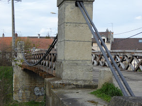 Photo: le pont en bois ou pont suspendu ( Esbly)