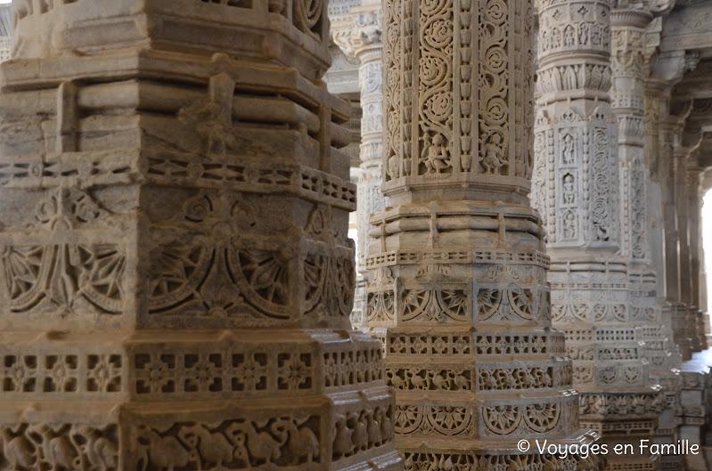 Ranakpur, détail colonne