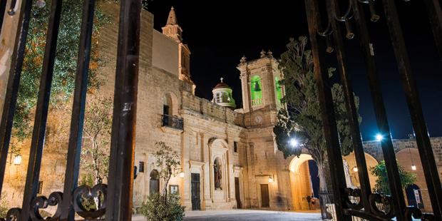 Câu chuyện thú vị về Đền thờ Thánh Mẫu Quốc gia và Đức Bà Grotto Mellieħa, ở Malta