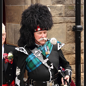 bagpipe player by Jinesh Solanki - People Musicians & Entertainers ( scotland, edinburgh, bagpipe player )