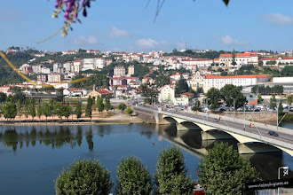 Photo: 24: El río se ve precioso, lástima que nos iremos de Coimbra sin navegar por él. La verdad es que es extraño que en agosto, temporada alta, cierren un día en vez de hacer turnos rodados y que trabaje más gente. Bueno, es lo que hay.