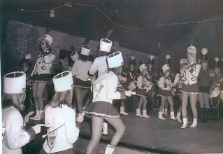 Photo: majorettes, links Willy Hilbolling
