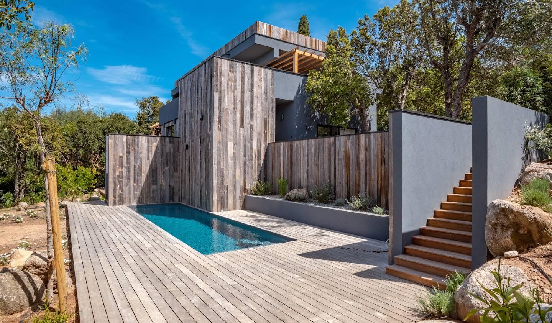 Villa avec piscine en bord de mer Lecci