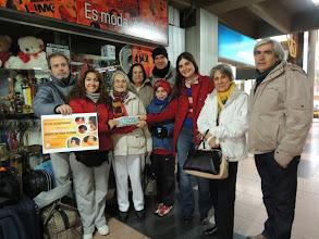 Photo: Los hermanos mendocinos nos reciben en la terminal de Mendoza. Ahora a subir a la trafic hacia Cacheuta!