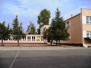 Photo: widok z boiska na szkołę