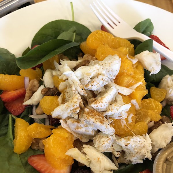 Spinach Salad (Full) with jumbo lump crab meat