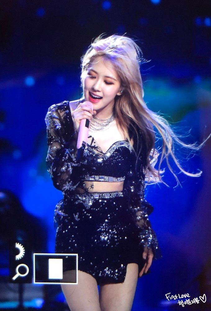 13-BLACKPINK-Rose-Coachella-Photos-Day-2
