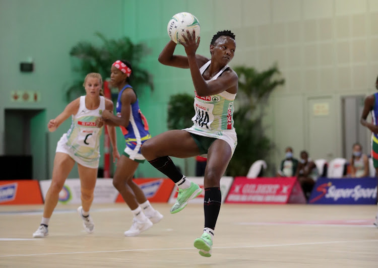 Bongi Msomi of the SPAR Proteas in action.