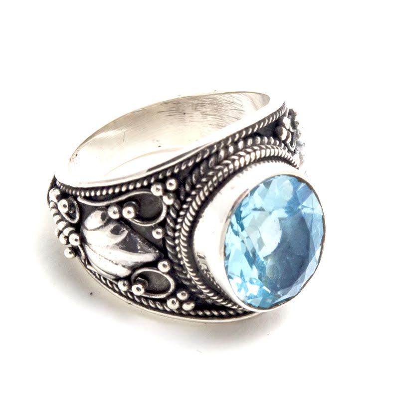 Blå topas, bred ring med filigrandekor