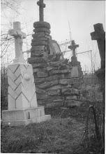 Photo: 03 Brzozdowce 1972 - cmentarz - widoczny nagrobek ks. Mieczysława Śliwaka.