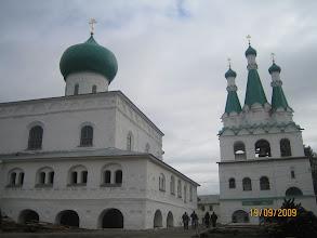 Photo: Собор Живоначальной Троицы  и церковь Покрова Божией Матери