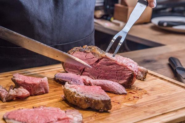 元食cafe Feed to Table 可追朔到動物吃什麼的台灣在地肉品,究好豬超美味
