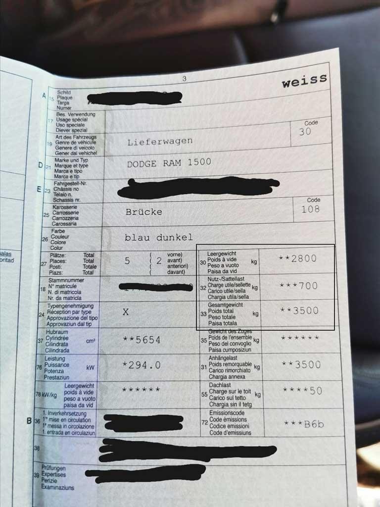 ein foto von einem Fahrzeugschein aus der schweiz