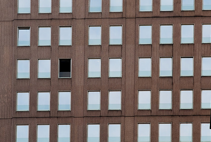 the hole di Paolo Zanoni