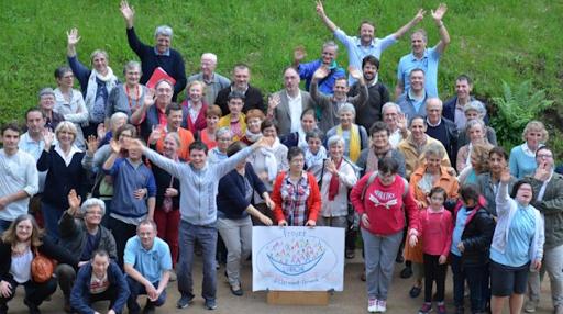 Trail du Sancy - 25 coureurs solidaires chaussent leurs baskets pour soutenir le projet d'ouverture de L'Arche à Clermont-Ferrand, encouragés par les personnes avec un handicap mental.