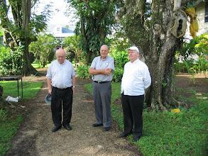 Photo: Vicaris Ton Storcken sma, Mgr. De Bekker en Mgr. Wiertz in de tuin