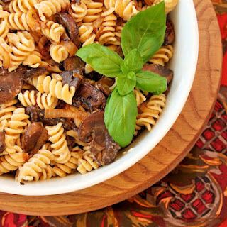 Pasta with Balsamic Vinegar, Mushrooms, and Goat Cheese