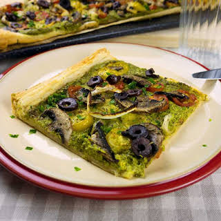 Spinach Pesto Tart With Tomatoes, Mushrooms And Olives.