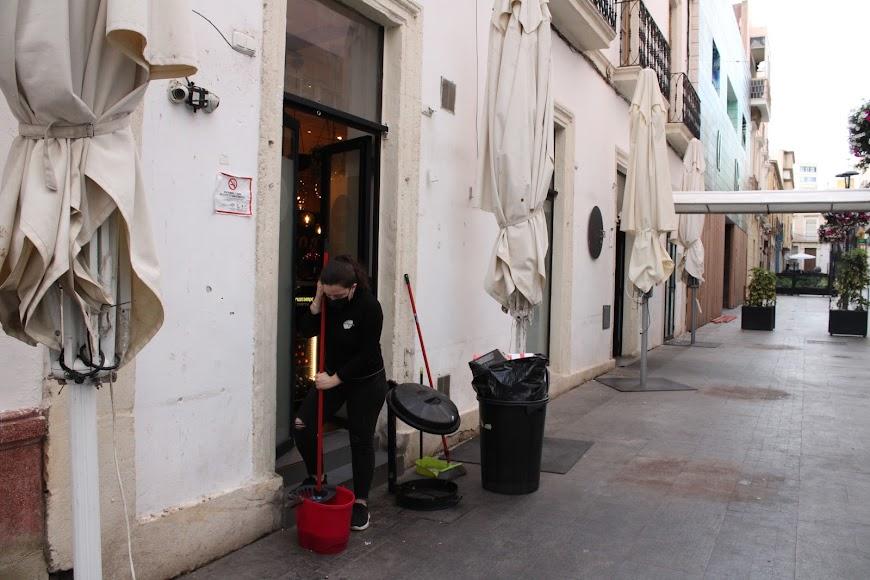 Profesionales de hostelería de San Francisco 21 ultimando el cierre.