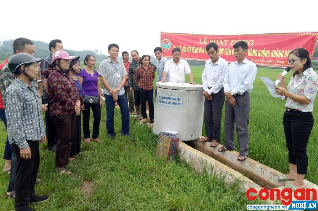 Công tác thu gom thuốc bảo vệ thực vật trong các bể chứa trên đồng ruộng được nhiều địa phương thực hiện hiệu quả