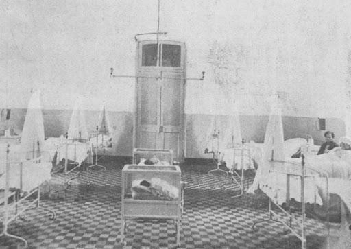 Foto antigua de sala de maternidad del Hospital del Salvador