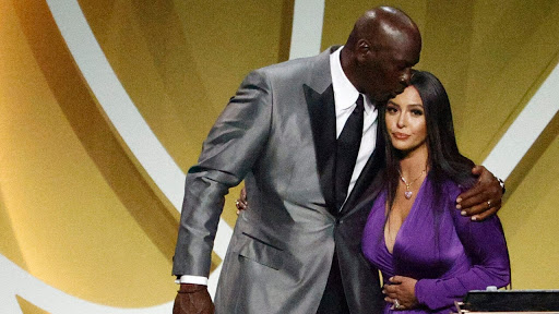 Vanessa Bryant accepts Kobe Bryant Hall of Fame induction: 'You're an all-time great'