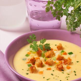 Feine Kartoffelsuppe mit Croûtons