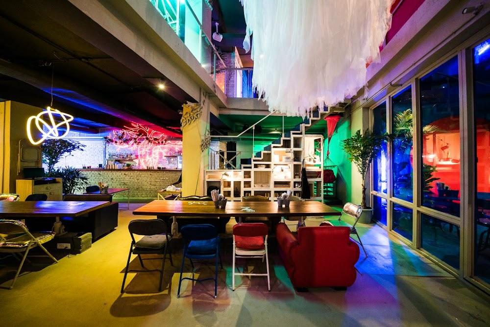 bars_pubs_delhi_odeon_social_image