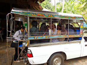 Photo: ต่อรถเข้าสถานที่ประชุมและที่พัก
