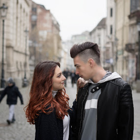 Endless by Cosmin Lita - People Couples ( love, gazing, endless, couple, city )