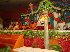 Photo: Dr. Adish C. Aggarwala's  felicitation at  Kotirudra Mahayagya, Varanasi on 04.09.2009
