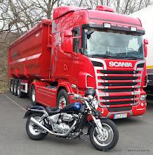 Photo: Mein Bike & the Big Red One...---> www.truck-pics.eu <---