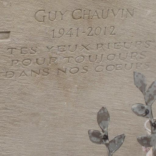 épitaphe gravée au ciseau sur pierre calcaire de Taulignan